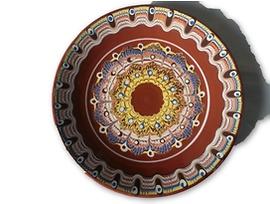 Кафява чиния с троянска шарка 20 23 см